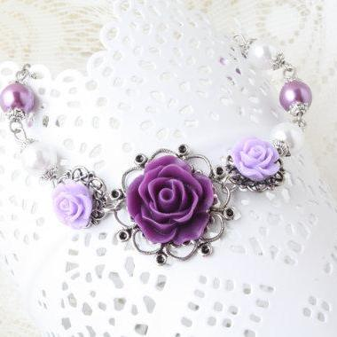 vintage style purple and white flower bracelet - Shabby chic bracelet - purple and white bracelet - vintage bracelet - pearl and flower - cabochon bracelet - victorian- cabochon jewelry