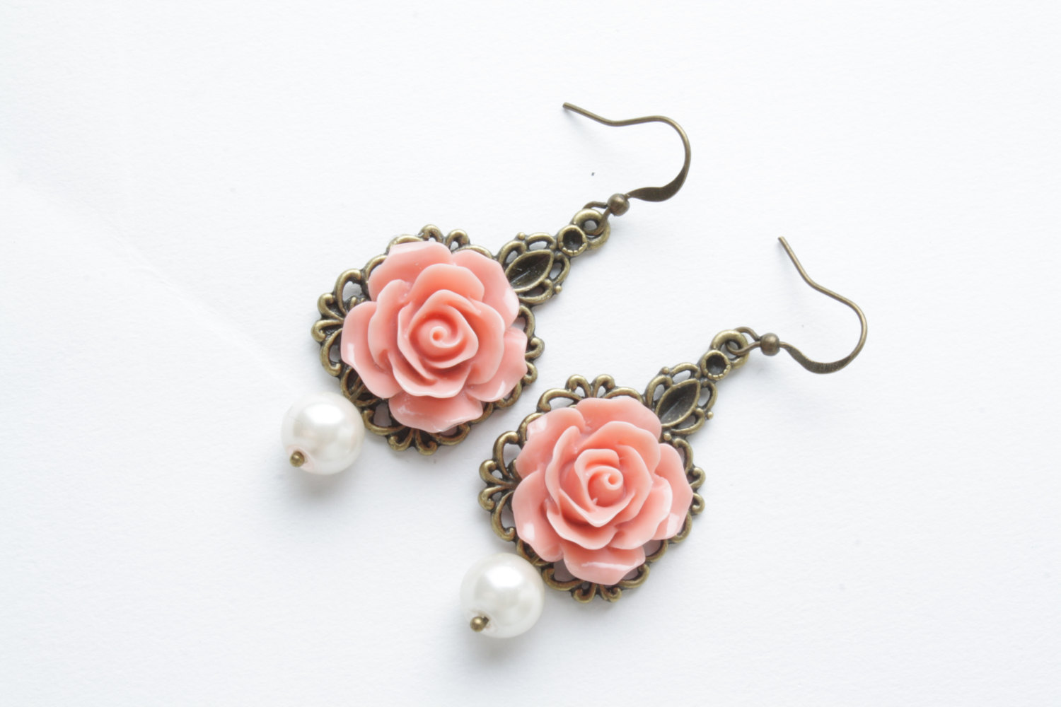 Rose earrings - vintage style earrings - Salmon roses and pearl - shabby  chic earrings - flower dangles - salmon jewelry d6b60f836a